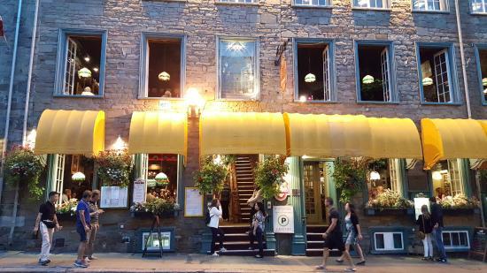 restaurant café de paris dans le vieux-Québec
